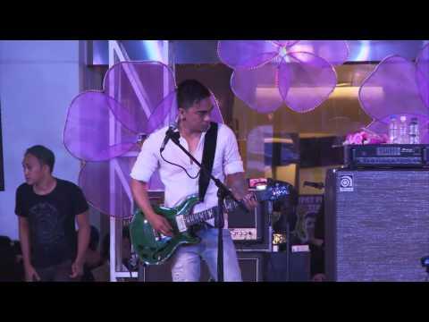 download lagu Summarecon Mal Bekasi - UNGU Live Perfor gratis