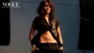 Anushka Sharma flaunts her Sexy NAVEL