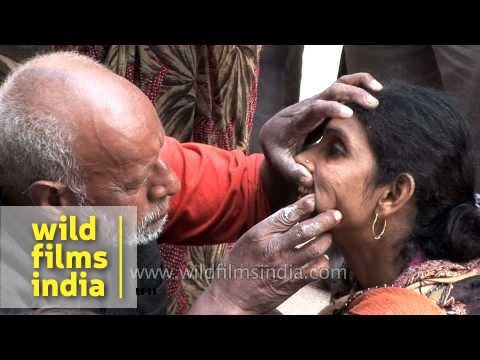 Roadside dentist works his magic on poor local woman