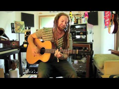 SBTV: Newton Faulkner &#8211; &#8220;Clouds&#8221; &#8211; A64 [Acoustic]
