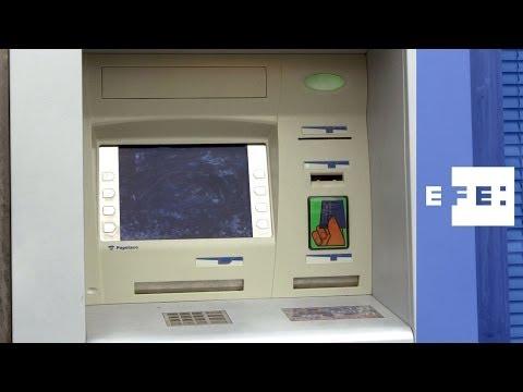 Desmantelada una red de hackers españoles que robaba en cajeros de todo el mundo .
