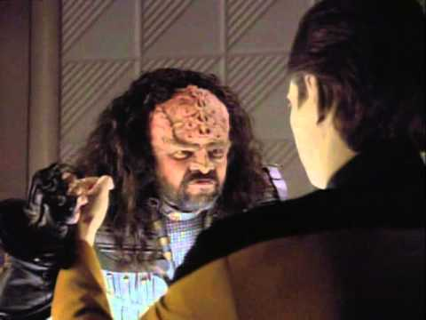 Data and a Klingon funny scene