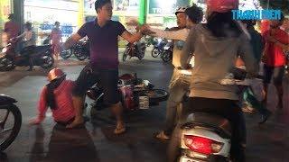 Lao vào đánh nhau giữa đường sau tai nạn