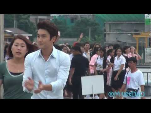 [Fancam] 120731 Siwon going to say hi and took photos with Fanclub