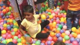 குழந்தைகள் பந்துகளுடன் விளையாடும் விளையாட்டு   kids fun with balls