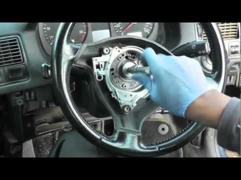Видео как снять руль на Фольксваген