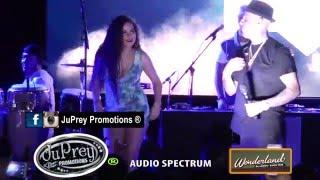 Nicky Jam sube fanática de Brasil a tarima @ Wonderland Ballroom-Boston