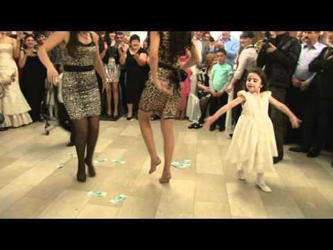 Гена и Ангелина танцуют лезгинку)))