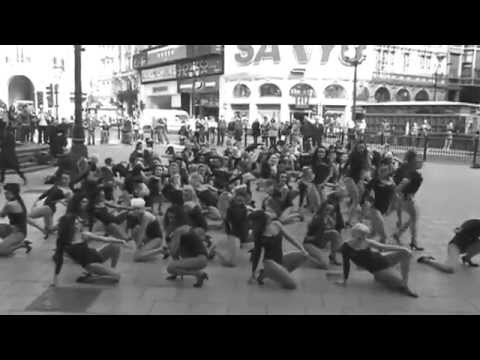 Beyonce 100 Single Ladies Flash-Dance Piccadilly Circus, London for Trident Unwrapped Video
