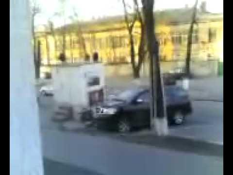 Голый мужчина катался по асфальту на санках в Одессе