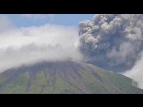 Berita 30 Juli 2015 - VIDEO Gunung Gamalama Kembali Semburkan Abu Vulkanik