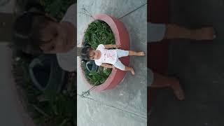 Xuka chơi cầu tuột