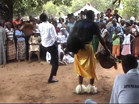 casamento machope com musica e dança tradicional moçambicana