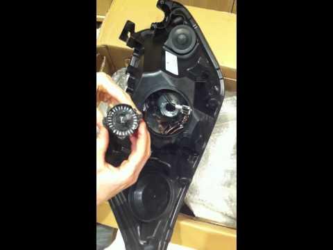 Cambiar bombilla faro de xenón Ford Kuga 2008