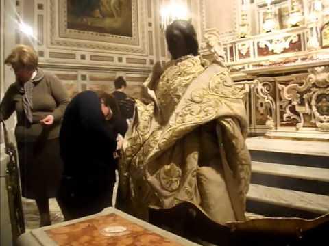 Festa del Soccorso 2013 La vestizione della Madonna del Soccorso San Severo