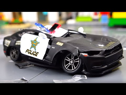 Toy police car repair. Video for kids.