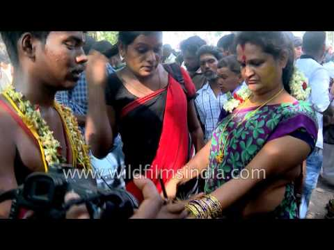 Indian transgenders cry to mourn the death of Aravan