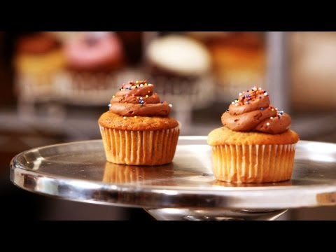 How to Make First Birthday Cupcakes | Cupcake Tutorials