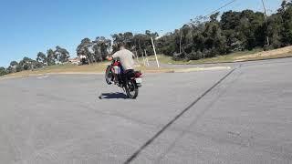 Caindo de moto