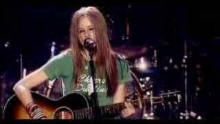 Клип Avril Lavigne - Tomorrow (live)
