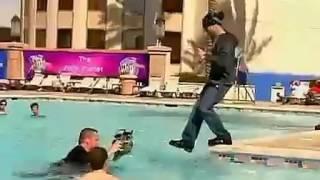 Gila Orang Ini Bisa Berjalan Di Atas Air!!! Amazing