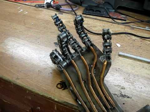 Simple Animatronic (robotic hand) made of Chain for the fingers Music Videos