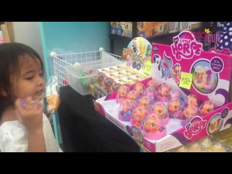 Download Lagu Zara belanja squishy, slime dan shopkins surprise - jalan jalan ke aeon mall beli mainan MP3 Free