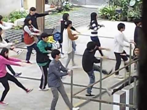 "Taiwanese teens dancing ""Bet It""...."