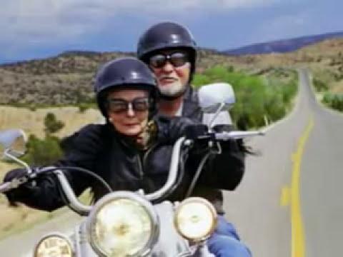 Curta sua vida numa moto. Desacelere