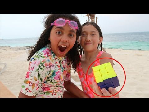 How To Solve The Rubik's Cube In 1 Minute!  Toys AndMe Meets Genius Fan On The Beach