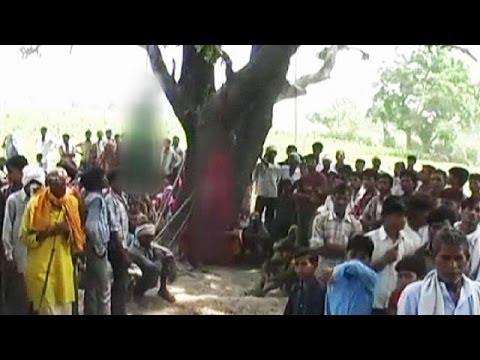 Dos menores violadas y asesinadas aparecen ahorcadas de un á...