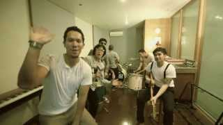 MALIQ & D'essentials - Dunia Sekitar (Official Music Video)