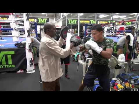 Roger Mayweather padwork with undefeated prospect Andy Hiraoka