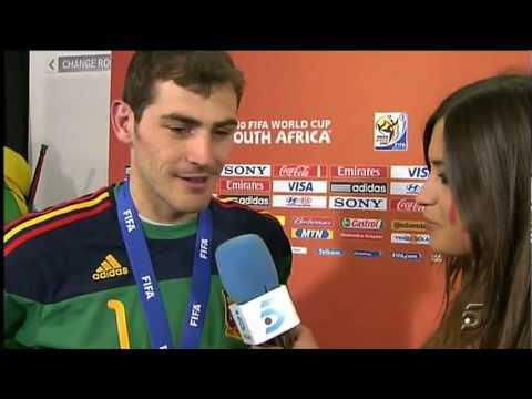 Iker Casillas beija Sara Carbonero Beijo no final da entrevista