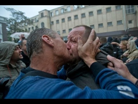 Ukraine Crisis: Pro-Russian leader freed after checkpoint attack