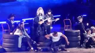 "Madonna performs live ""True Blue"" - Madison Sq. Garden, 17 Sep 2015 (HQ video)"