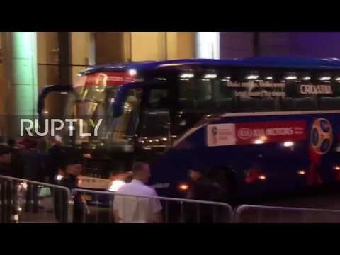 Russia: Croatia get hero's welcome at team hotel in Moscow thumbnail