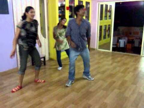 char baj gaye party abhi baki hai.. dance by kunal(Dance floor...