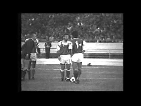 مسابقه فوتبال بین تیمهای پاس تهران و استقلال تهران در سال ۱۳۶۹