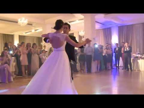 Dansul mirilor - cel mai frumos vals vienez la nunta (www.inpasidedans.ro)