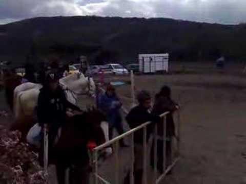 Maman Pioupiou fait du cheval à Marsat