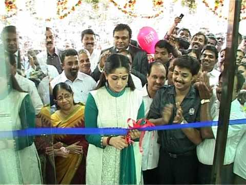 S AND M TRIPUNITHURA SHOWROOM INAUGARATION ON 19TH NOV 2009 BY KAVYA MADHAVAN AND K BABU MLA Video