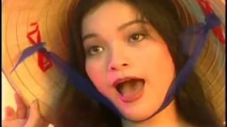 Xuân Hinh đi hát karaoke