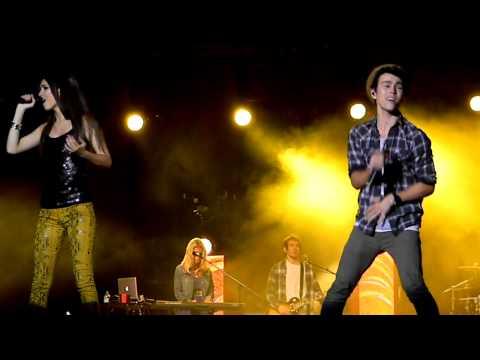 Bruno Mars Medley - Victoria Justice & Max Schneider (Live)