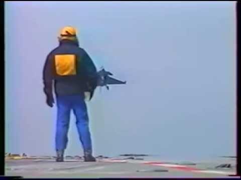 Pouso do caça Rafale no Porta-Aviões A-12 São paulo ( Ex Foch) 1993