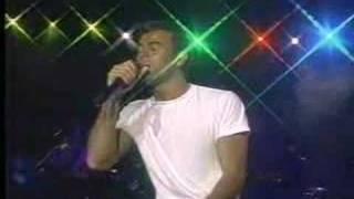 Клип Enrique Iglesias - Enamorado Por Primera Vez (live)
