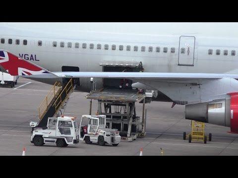 Timelapse Virgin Atlantic & full Qatar Gate unload and loading Manchester Airport