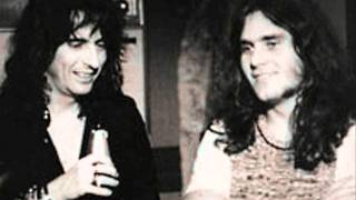 Watch Alice Cooper Muscle Of Love video