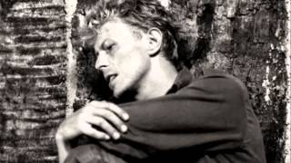 Watch David Bowie When The Boys Come Marching Home video
