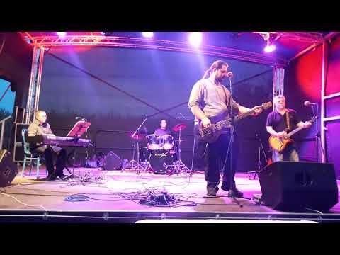Uccse zenekar:  Repül a bálna  (Republik cover)  koncertfelvétel